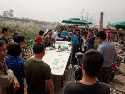 Alain peignant avec peintres chinois Haiyuan 2013